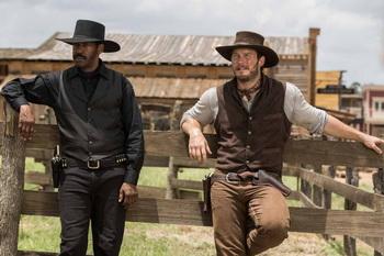 Gesetzeshüter Matt Chisolm (Denzel Washington) und Kartenspieler Josh Farady (Chris Pratt)