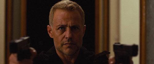 Louis Mandylor als Vincent in Battle Drone