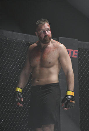John Moxley als Randy Stone in Cagefighter