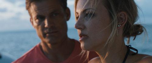 Casper Van Dien und Brianne Davis im Hochseethriller