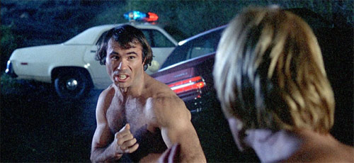 Bill Wallace gibt den Gegner von Chuck Norris
