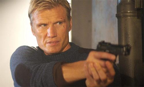 Direct Contact mit Dolph Lundgren als Held