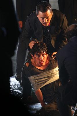 Kwon Yoo in Bedrängnis