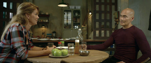 Mark Dacascos mit Ehefrau Julie Condra in Hitman Undead