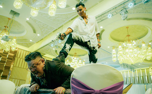 Max Zhand als Kowloon in Invincible Dragon
