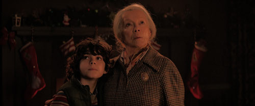 Max und seine Oma stellen sich dem Krampus.