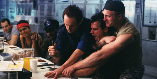 Lance Henriksen als Bishop in Aliens