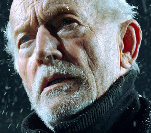 Lance Henriksen in Harbinger Down