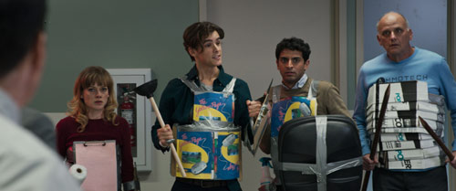 Office Uprising mit Brenton Thwaites und Jane Levy