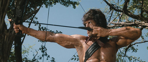 Rambo II mit Sylvester Stallone und Rambo-Bogen
