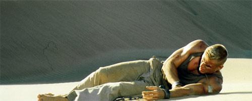 Dolph Lundgren in der Wüste von Namibia