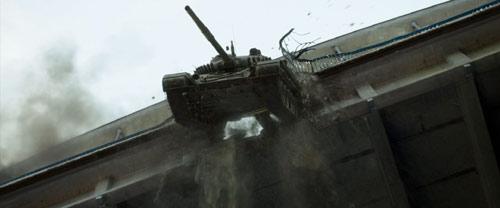 Renegades Panzer fliegt von Brücke