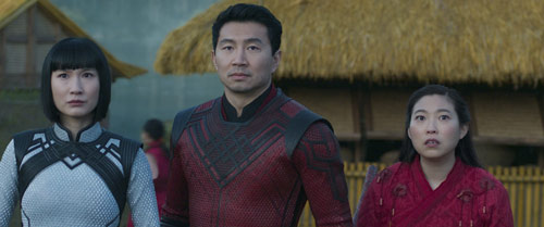 Shang-Chi and the Legend of the Ten Rings mit Simu Liu und Awkwafina