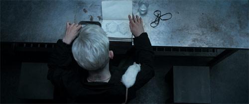 S.U.M.1 Iwan Rheon und Ratte