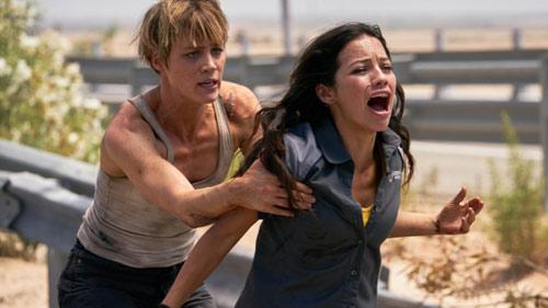 Mackenzie Davis und Natalia Reyes im Actionfilm
