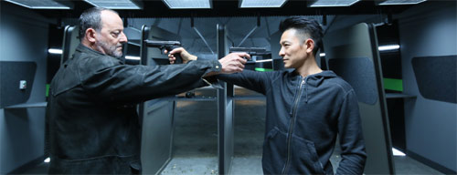 The Adventurers Jean Reno und Andy Lau Mexican Standoff