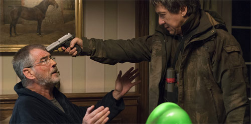 The Foreigner Jackie Chan bedroht Pierce Brosnan