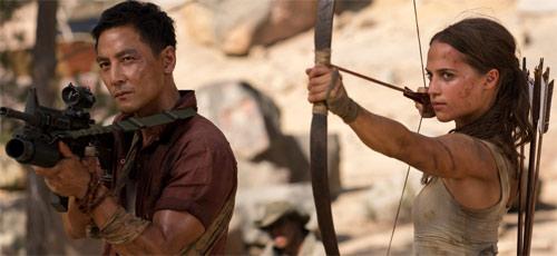 Tomb Raider mit Daniel Wu und Alicia Vikander in martialischer Pose
