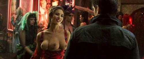 """Selbst das Remake von """"Total Recall"""" wollte nicht auf die """"Drei-Brust-Frau"""" verzichten."""
